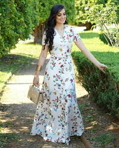 Image may contain: one or more people, people standing and outdoor Casual Day Dresses, Modest Dresses, Cute Dresses, Beautiful Dresses, Dress Outfits, Prom Dresses, Floral Fashion, Modest Fashion, Fashion Dresses