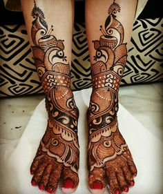 Simple Mehendi designs to kick start the ceremonial fun. If complex & elaborate henna patterns are a bit too much for you, then check out these simple Mehendi designs. Mehndi Designs Book, Legs Mehndi Design, Mehndi Designs For Girls, Mehndi Designs 2018, Modern Mehndi Designs, Dulhan Mehndi Designs, Mehndi Design Pictures, Mehndi Designs For Hands, Tattoo Designs
