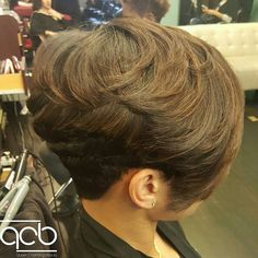 short wedge haircut for thick hair