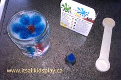 Playing and experimenting with bubbles. Food colouring! Can you make a picture in the bubbles? How and why?  #play #science #experiments #kids #children #freeplay