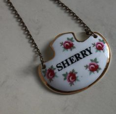 Sherry Decanter Label in Ditzy Rose Pattern.By Royal Adderley Pottery. Floral Ceramic on Gold Tone Metal Chain Vintage Gifts, Metal Chain, Decanter, Vintage Kitchen, Two By Two, Label, Pottery, Ceramics, Drink
