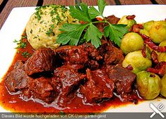 Wiener Saftgulasch, wie ich es mache Delicious Dinner Recipes, Yummy Food, Beef Goulash, Austrian Recipes, Low Carb Keto, Pot Roast, Tandoori Chicken, Main Dishes, Salsa