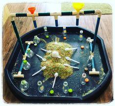 Another great tuff tray idea, children absolutely loved it! Eyfs Activities, Nursery Activities, Activities For Kids, Indoor Activities, Baby Sensory, Sensory Bins, Sensory Play, Tuff Spot, Tuff Tray Ideas Toddlers