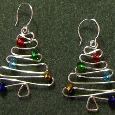 #DIY Christmas Tree Earrings - Wig Jig, arame + contas - no site JewelryLessons.com