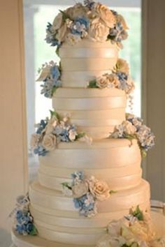 The Lisa- Fondant Wedding cake with sugar flowers- photo by New Image