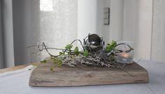 TD130 – Zeitlose Tischdeko! Altes Eichenbrett thermisch behandelt, dekoriert mit künstlichen Sukkulenten, natürlichen Materialien , Edelstahlkugel und einem Teelichtglas! Preis 49,90€ Breite ca 30cm