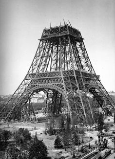 The building of The Eiffel Tower - in French but Google will translate