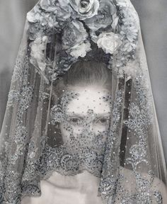 Detail of a veiled Anna Barsukova at Alexander McQueen S/S 2007