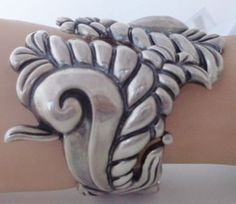 VINTAGE REPOUSSE CLAMPER CUFF BRACELET SWIRL LEAF MEXICO MEXICAN STERLING SILVER