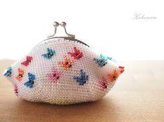 レトロ可愛い 蝶柄のビーズ編みがま口ポーチ