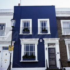 Image: White-painted window and door frmes of dark blue traditional terraced Victorian house in London - EWA Stock Photo Library Terrace House Exterior, Townhouse Exterior, Victorian Terrace House, House Paint Exterior, Exterior House Colors, Victorian House London, House Exteriors, Style At Home, Dark Blue Houses