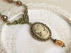 Beaded victorian style necklace. #handmade #jewelry #necklace #vintage #victorian #cameo #camee #sieraden #handgemaakt #ketting