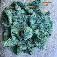 Loom Knitting Patterns, Knitting Stitches, Free Knitting, Knitting Projects, Stitch Patterns, Knitting Tutorials, Crochet Ruffle Scarf, Crochet Granny, Online Yarn Store