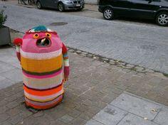 Artesanato com amor...by Lu Guimarães: Yarn bombing – ou de como o mundo pode ficar mais ...