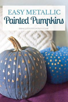 Aren't these painted pumpkins cute? It's amazing what you can do the decorate a standard orange pumpkin. Love the metallic pattern detail! Halloween Home Decor, Halloween House, Fall Home Decor, Autumn Home, Halloween Projects, Halloween Ideas, Diy Projects, Pumpkin Decorating, Fall Decorating