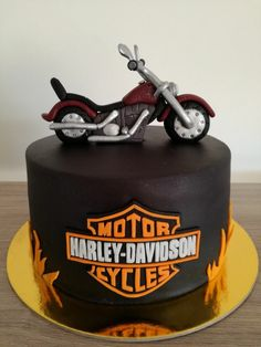 Torta Harley Davidson Motorcycle Birthday Cakes, Motorcycle Cake, Torta Harley Davidson, Cupcakes, Cupcake Cakes, Bike Cakes, Motos Harley, Fondant, New Cake