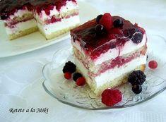 Strawberry Shortcake Cake (Under 10 Ingredients) - Little Broken Romanian Desserts, Russian Desserts, Romanian Food, Strawberry Cakes, Strawberry Recipes, Strawberry Shortcake, Strawberry Patch, Strawberry Fields, Sweet Recipes