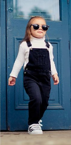 Outfit for girls: Glasses, sweater, denim jumper and sneakers. #ootd #fashionkids #sunglasses #adidas #fashionblogger