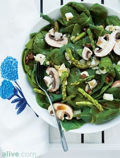 This Zesty Lime, Spinach, and Asparagus Salad will brighten any plate and palate! Give it a try for quick dinner solution tonight. alive.com