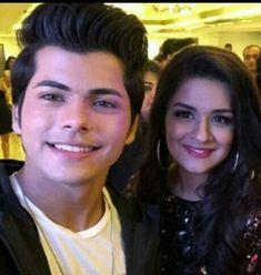 #siddneet Cute Couples Photos, Teen Couples, Couple Photos, Photo U, Prettiest Actresses, Couple Romance, Best Friendship, Bollywood Stars, Bollywood Celebrities