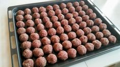 RECEPT: klassiska köttbullar i ugn, temperatur + tid | Emma-Lous blogg Healthy Dessert Recipes, Dog Food Recipes, Cooking Recipes, Food For The Gods, Lchf, Snacks Für Party, Foods With Gluten, Everyday Food, Food Hacks