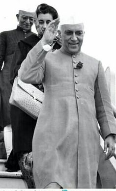 Fashion In India : The great men of the yesteryears who are still considered style icons. In this article we bring to you three names that need no introductions: Akbar, Rabindranath Tagore and Jawaharlal Nehru. Mens Fashion Blog, India Fashion, Fashion Tips, Jawaharlal Nehru, Style Icons, Chef Jackets, Style Inspiration, Dresses, Facts