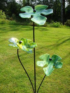 Glass & Steel #sculpture by #sculptor Lynette Forrester titled: 'Fig Leaves (Outside outdoors garden/Yard Art Glass statue sculpture)'. #LynetteForrester