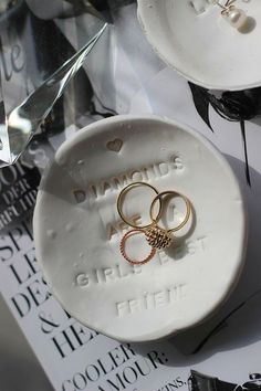 DIY: Schmuckschälchen (Ring Tray) // Do it yourself ring tray - jewellery dish [Find the instructions on: www. Do It Yourself Ring, Jewelry Dish, Jewellery, Diy Inspiration, Washer Necklace, Tray, Rings, Blog, German