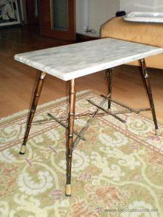 Mesa baja años 50 metal dorado y tapa de mármol blanco