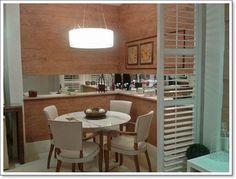 Cozinha pequena com espelhos