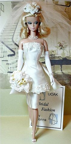 Barbie Dolls : Bridal Boutique & Here comes the Bride! Barbie has a civil ceremony. Barbie Bridal, Barbie Wedding Dress, Wedding Doll, Barbie Dress, Barbie Clothes, Wedding Dresses, Bridal Gowns, Barbie E Ken, Vintage Barbie Dolls