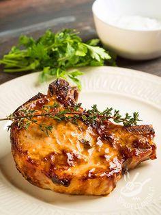 Le Bistecchine di maiale al vino bianco sono un piatto gustosissimo che richiede solo pochi minuti di preparazione e cottura. Da provare!