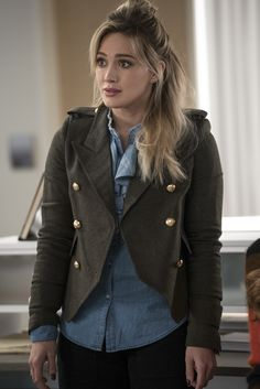 How adorable is Kelsey's jacket? Click to get more Kelsey style inspiration on Younger!