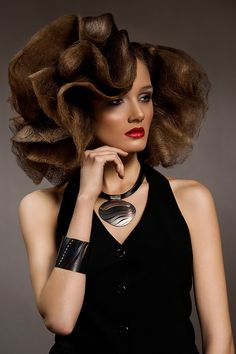 This style is so cool!!!! but just by seeing it, I want to send the model a super intensive hair treatment