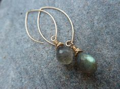 Another great earring perfect for any occassion and bridesmaids.  These can come in any gem/color combo!