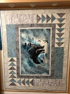 Bear quilts are something that families very fond of. Fabric Panel Quilts, Lap Quilts, Scrappy Quilts, Mini Quilts, Quilting Projects, Quilting Designs, Quilting Ideas, Sewing Projects, Sewing Ideas