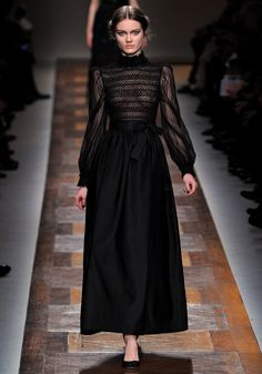 Valentino Fall 2012 RTW - Runway Photos - Fashion Week - Runway, Fashion Shows and Collections - Vogue