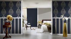 AuBergewohnlich Voll Im Trend  Tapeten Im Barock Style! Diese Wanddekoration Wirkt  Besonders Edel, Durch Die Dunkelblaue Farbe, Die Mit Goldenen Ornamenten  Verziert Ist.