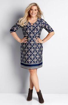 Prosta sukienka z ciekawym nadrukiem, marki Happy Holly, dostępna w dwóch długościach, 119 zł.