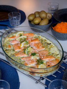 Salmon in creamy sauce that takes care of itself in the oven. A really good dish where salmon .-Lax i krämig sås som sköter sig själv i ugnen. En riktigt god rätt där lax… Salmon in creamy sauce that takes care of itself in the oven. Salmon Recipes, Fish Recipes, Seafood Recipes, Cooking Recipes, Healthy Recipes, I Love Food, Good Food, Yummy Food, Zeina