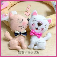 Risultato immagini per felt stuffed nursery toy Cat Crafts, Animal Crafts, Diy Craft Projects, Sewing Projects, Sewing Stuffed Animals, Felt Cat, Felt Decorations, Felt Patterns, Lol Dolls