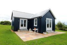 The Wee House Company  réalise des petites maison qui sont, après cinq semaines d'atelier et deux semaines d'installation sur site, prête...