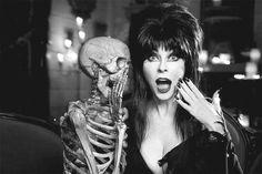 Elvira : elle est trop drole ! et très expressive !
