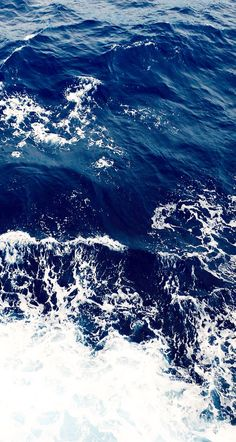 Sea. Blue&White. Waves.