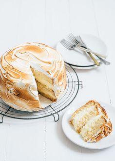 Citroen meringue cake – Food And Drink Pie Recipes, Sweet Recipes, Dessert Recipes, Lemon Meringue Cake, Meringue Recept, Pie Cake, No Bake Cake, Food Cakes, Cupcake Cakes