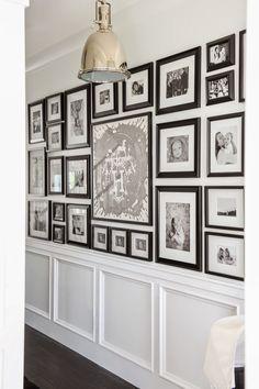 Obrazy na ścianie przedpokoju / Biel, glamoour i pastelowe dodatki