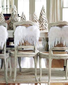 Chaises et décorations de Noël