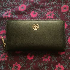 """Tory Burch Robinson Black Wallet Used a handful of times - in excellent condition.    100% authentic Tory Burch Robinson Zip Continental Wallet. Zip closure with 2 interior compartments, 1 zipper pocket, 8 credit card slots and 2 bill pockets. Color: black. Gold hardware. 7.65""""(L) X 4.06""""(H). Saffiano leather. Tory Burch Bags Wallets"""