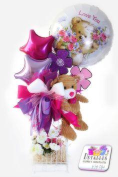 "Jaula ""Detalles globos y chocolates"" Gift Bouquet, Candy Bouquet, Balloon Bouquet, Balloon Basket, Balloon Gift, Themed Gift Baskets, Diy Gift Baskets, Valentine Baskets, Valentine Crafts"