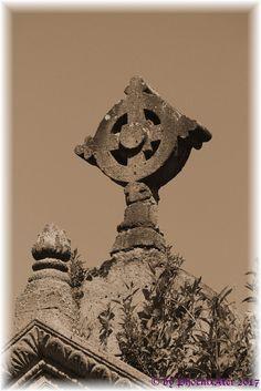 Kreuz Gothic, Buddha, Lion Sculpture, Batman, Statue, Superhero, Fictional Characters, Vintage, Google